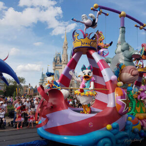 magic-kingdom-parade-daisy